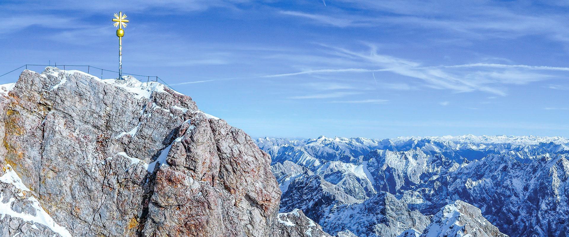 Die höchste Erhebung der Alpen in Deutschland ist die Zugspitze (2962 m)