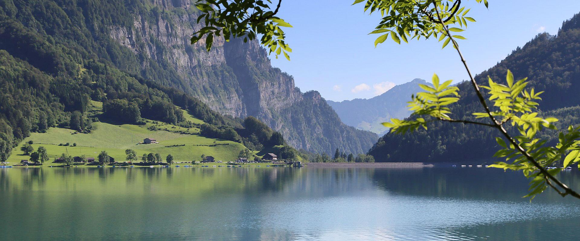 Klöntalersee im Kanton Glarus