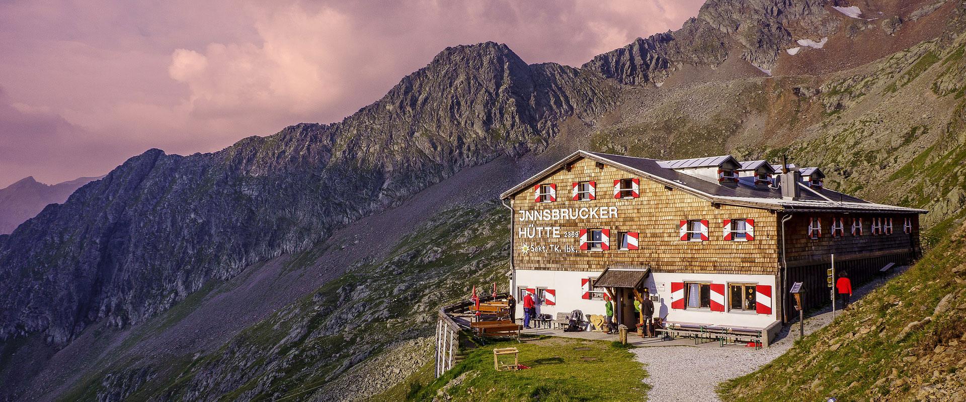 Innsbrucker Hütte in den Stubaier Alpen in Tirol