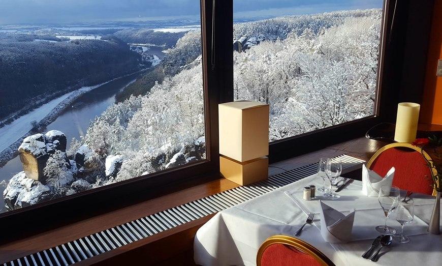 Panoramarestaurant mit Elbblick im Winter